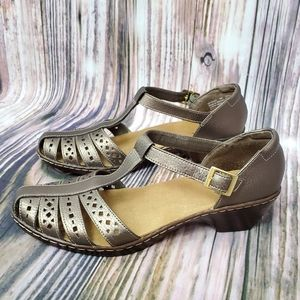 Clarks Wendy Lily Pewter T-Strap Closed Toe Sandal